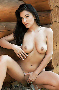 Gorgeous Anella Loves To Be Nude